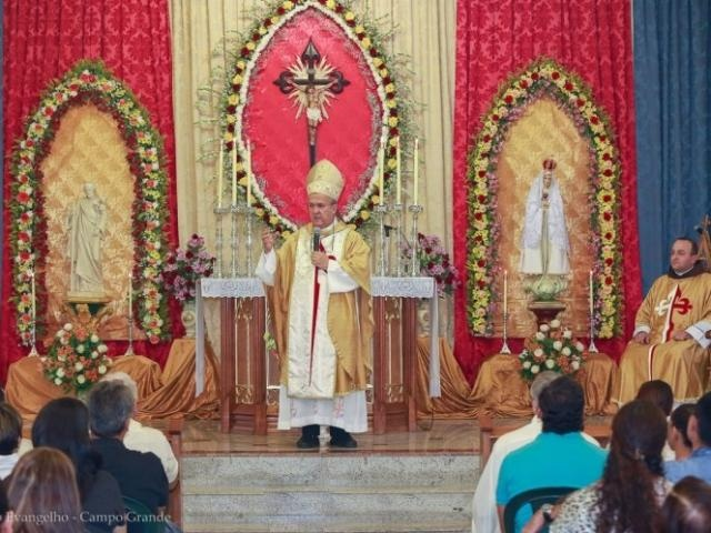 Dom Dimas durante missa na sede dos Arautos do Evangelho em Campo Grande.